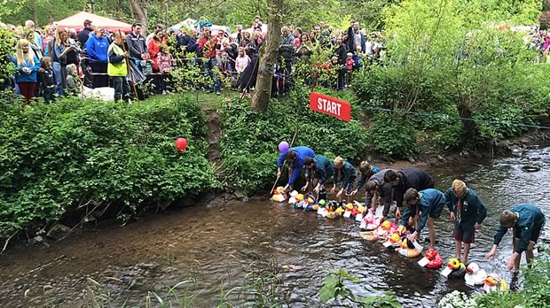 Dzinr-Duck-Bramhall-Duck-Race-Bramall-Park-Ladybrook-River
